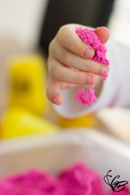 Sauberes Spielen mit dem Kinetic Sand von Spin Master - Tanja's Everyday Blog