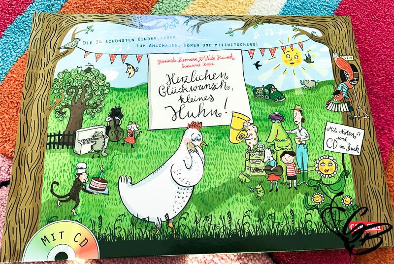"""Leseecke: """"Herzlichen Glückwunsch, kleines Huhn!"""" vom Carlsen Verlag - Tanja's Everyday Blog"""